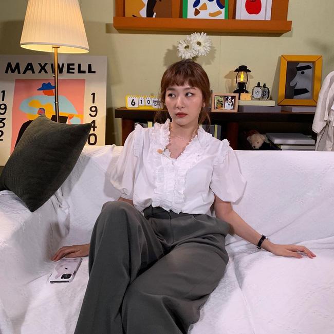 Mặc áo blouse đẹp như Red Velvet: 13 cách mix đơn giản nhưng trẻ trung, chuẩn sang xịn mịn-7