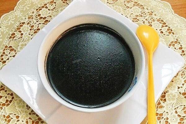 Nhìn qua tưởng bát thạch đen nhưng đây lại là món chè vừa ngon vừa bổ, cuối tuần chị em tranh thủ nấu ngay thôi!-1
