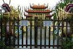 Hình ảnh nhà thờ Tổ của Hoài Linh đóng cửa im lìm trong ngày giỗ Tổ nghề?