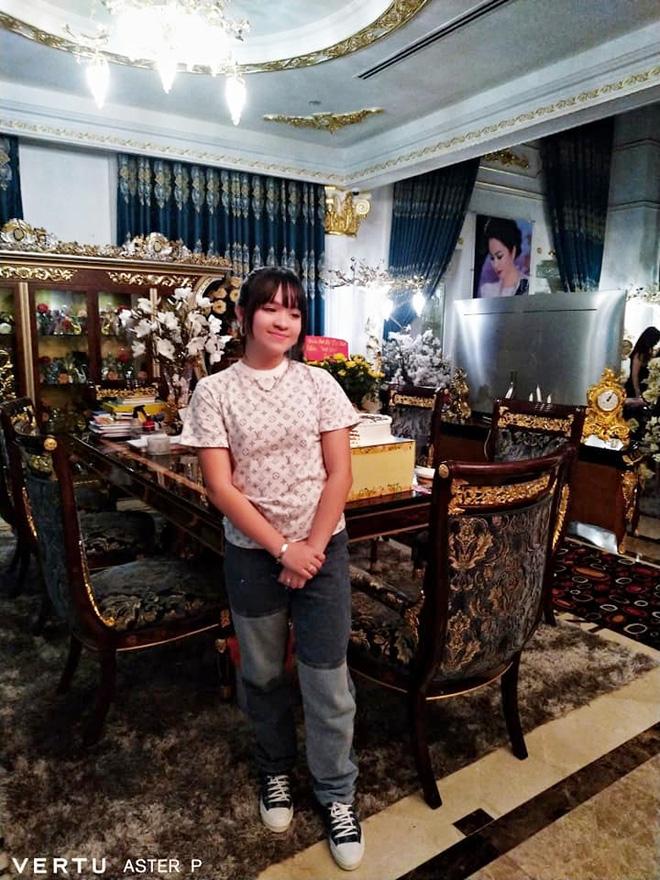 Thêm loạt ảnh mới bên trong lâu đài 2.400m2 giữa trung tâm Sài Gòn của CEO Đại Nam: Xa hoa hết cỡ!-2