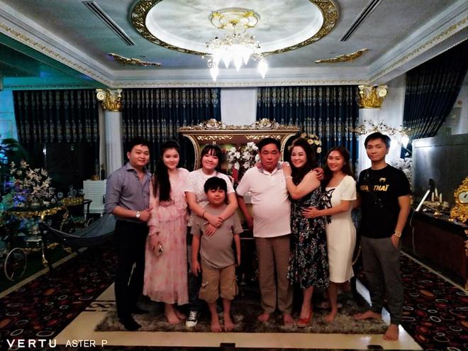 Thêm loạt ảnh mới bên trong lâu đài 2.400m2 giữa trung tâm Sài Gòn của CEO Đại Nam: Xa hoa hết cỡ!-3