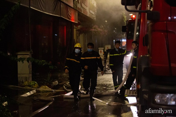 Hà Nội: Cháy lớn cửa hàng quần áo trẻ em cao cấp ở Ninh Hiệp trong đêm, nhiều tài sản bị thiêu rụi-2