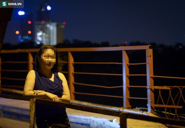 Hà Nội: Nam thanh nữ tú thản nhiên lên cầu Long Biên tâm sự, chụp ảnh, hóng mát bất chấp giãn cách xã hội-3