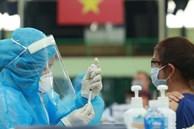 """Nữ giáo viên tiêm 2 mũi vắc xin phòng Covid-19 trong vòng 10 phút: """"Tôi định tiêm 4 bàn 4 mũi"""""""