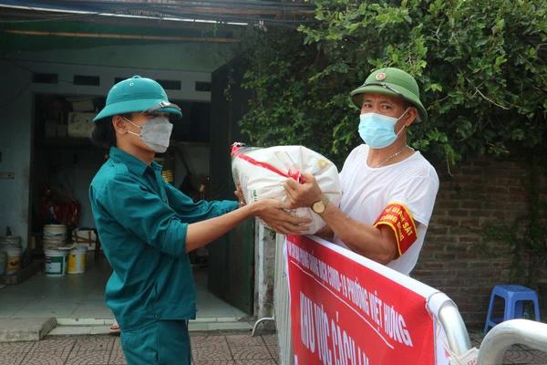 Ổ dịch liên quan quận Long Biên tăng lên 12 ca, liệu có ảnh hưởng việc Hà Nội nới lỏng giãn cách xã hội?-1