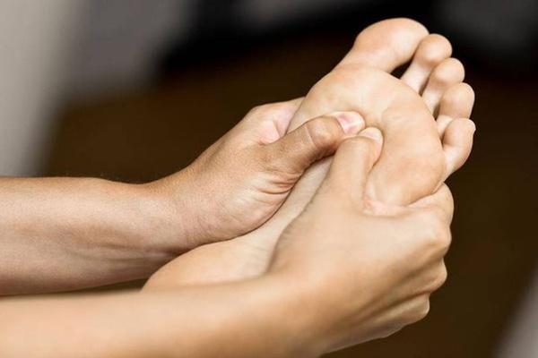 Nhìn bàn chân đoán bệnh: Có 4 điểm bất thường trên bàn chân, cần đi khám thận khẩn cấp-1