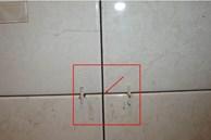 Khe gạch bị bám bẩn, sẫm màu và khó vệ sinh? Chỉ cần thao tác 'vuốt' đơn giản , mọi vết bẩn trôi đi ngay lập tức