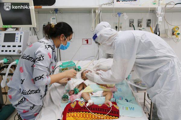 Cân não giành sự sống cho hàng trăm em bé F0 nguy kịch ở bệnh viện tuyến cuối điều trị Covid-19-4
