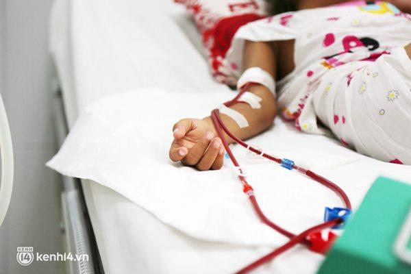 Cân não giành sự sống cho hàng trăm em bé F0 nguy kịch ở bệnh viện tuyến cuối điều trị Covid-19-6