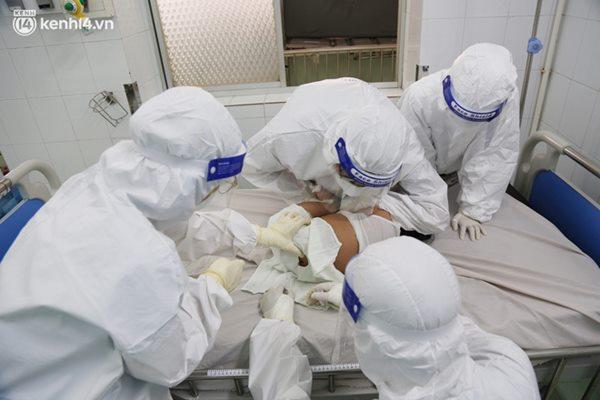 Cân não giành sự sống cho hàng trăm em bé F0 nguy kịch ở bệnh viện tuyến cuối điều trị Covid-19-10