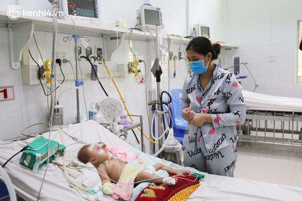 Cân não giành sự sống cho hàng trăm em bé F0 nguy kịch ở bệnh viện tuyến cuối điều trị Covid-19-17
