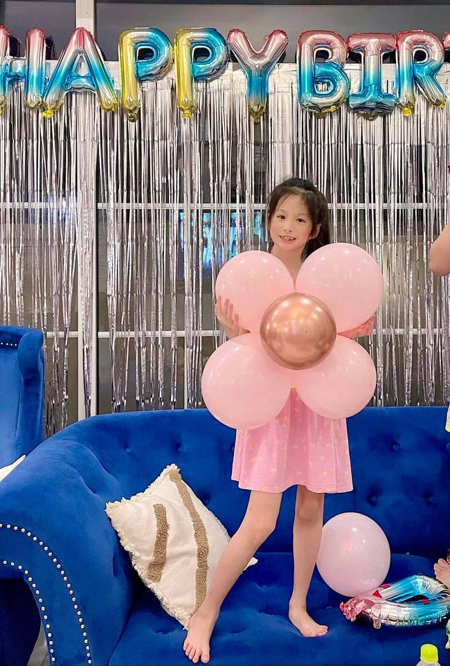 Showbiz Việt cũng có ngôi sao vàng trong làng chiều con không kém cạnh Lâm Tâm Như: Nhìn quà sinh nhật tặng con mà muốn xỉu-2