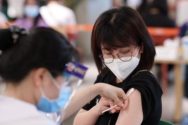 Hiệu lực của 8 loại vaccine Covid-19 được phê duyệt tại Việt Nam-2