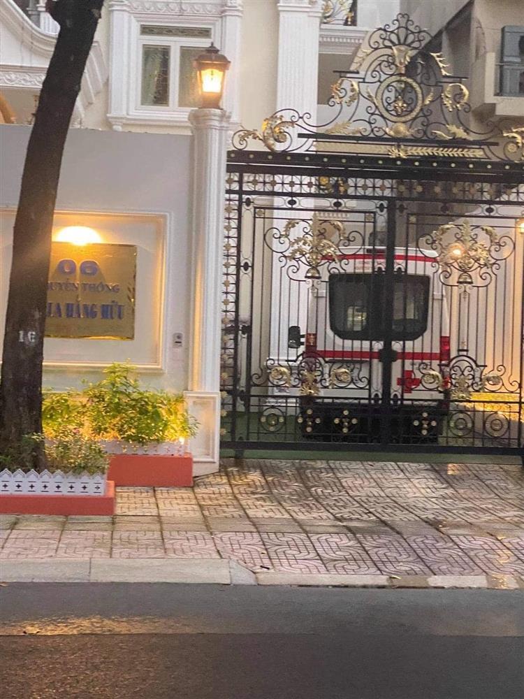 Sân nhà nữ CEO Đại Nam bỗng dưng xuất hiện xe cứu thương khiến nhiều người xôn xao-1