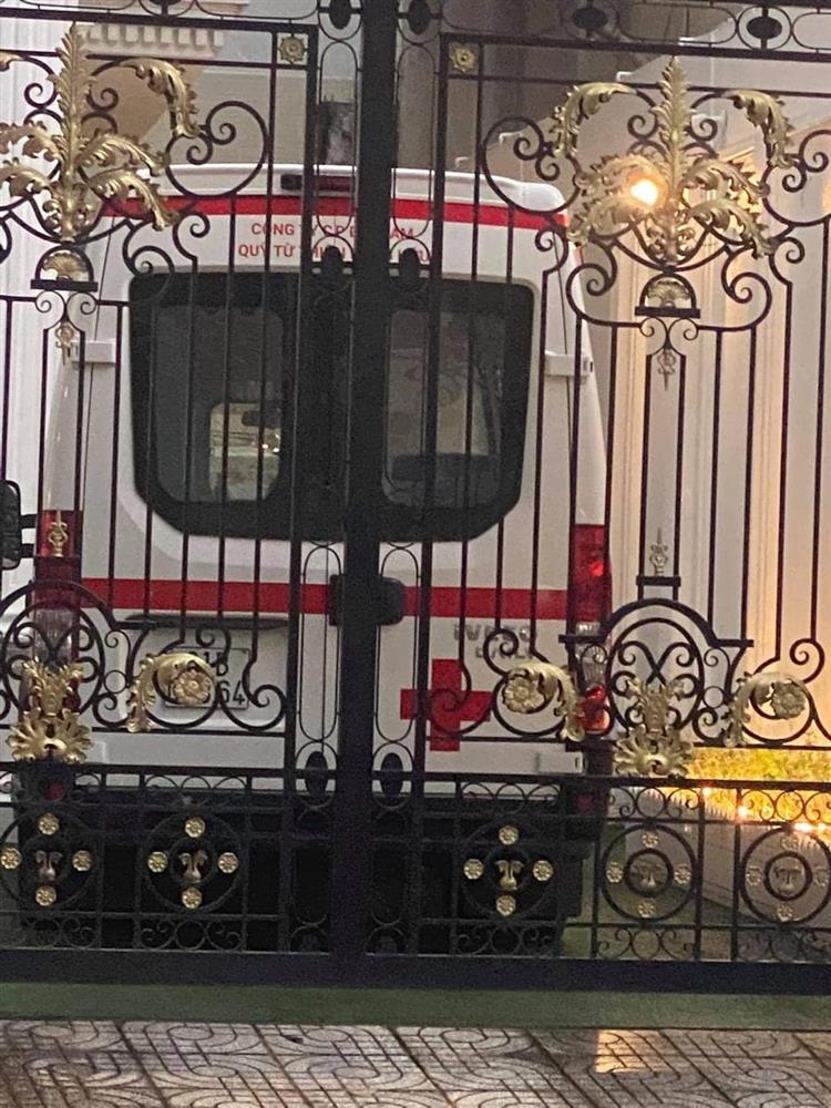 Sân nhà nữ CEO Đại Nam bỗng dưng xuất hiện xe cứu thương khiến nhiều người xôn xao-3