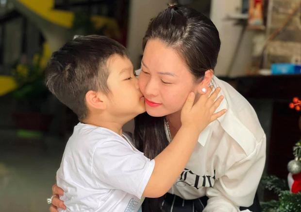Nhật Kim Anh rơi nước mắt khi không thể đón con trai về ở cùng dù thắng kiện chồng cũ, lý do vì sao?-4