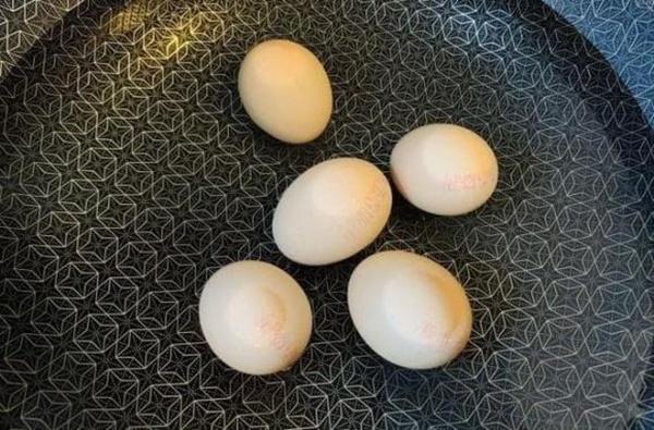 Cách nấu trứng như thế nào cho ngon? Chủ cửa hàng bán đồ ăn sáng: Nắm vững 3 điểm này, trứng chín mềm, bóc vỏ dễ và bổ dưỡng-5