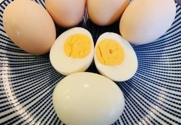 Cách nấu trứng như thế nào cho ngon? Chủ cửa hàng bán đồ ăn sáng: Nắm vững 3 điểm này, trứng chín mềm, bóc vỏ dễ và bổ dưỡng-2