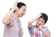 Mẹ đau đầu vì con trai ra ngoài ai cũng khen lễ phép, hễ về nhà là 'trở mặt' ngỗ ngược, nguyên nhân ai nghe cũng giật mình
