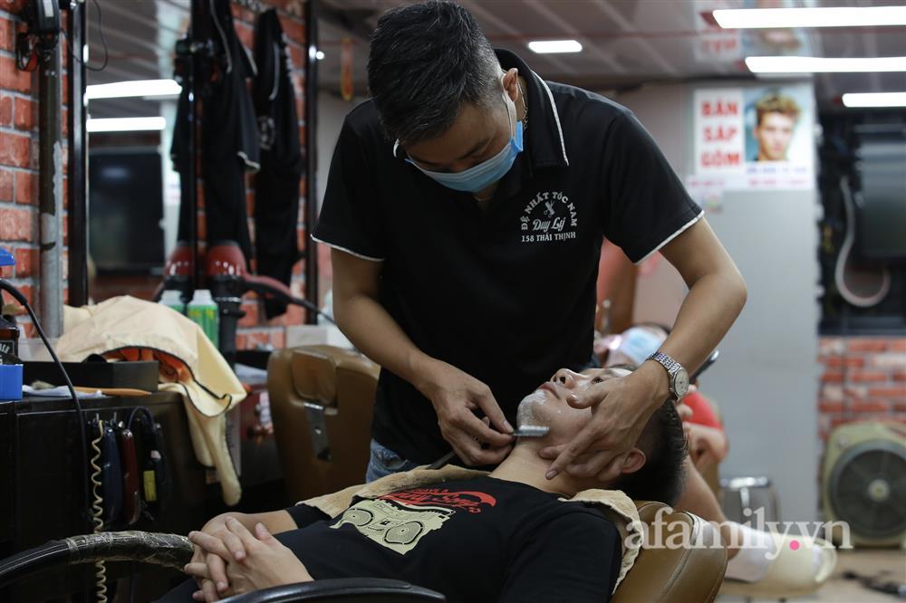 Sáng nay, toàn dân Hà Nội đi cắt tóc!-3