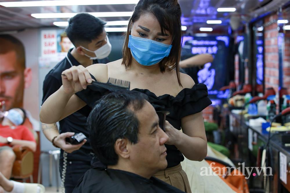 Sáng nay, toàn dân Hà Nội đi cắt tóc!-4