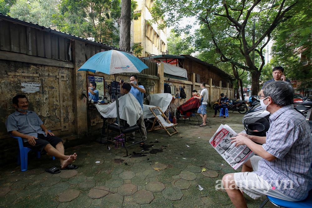 Sáng nay, toàn dân Hà Nội đi cắt tóc!-6