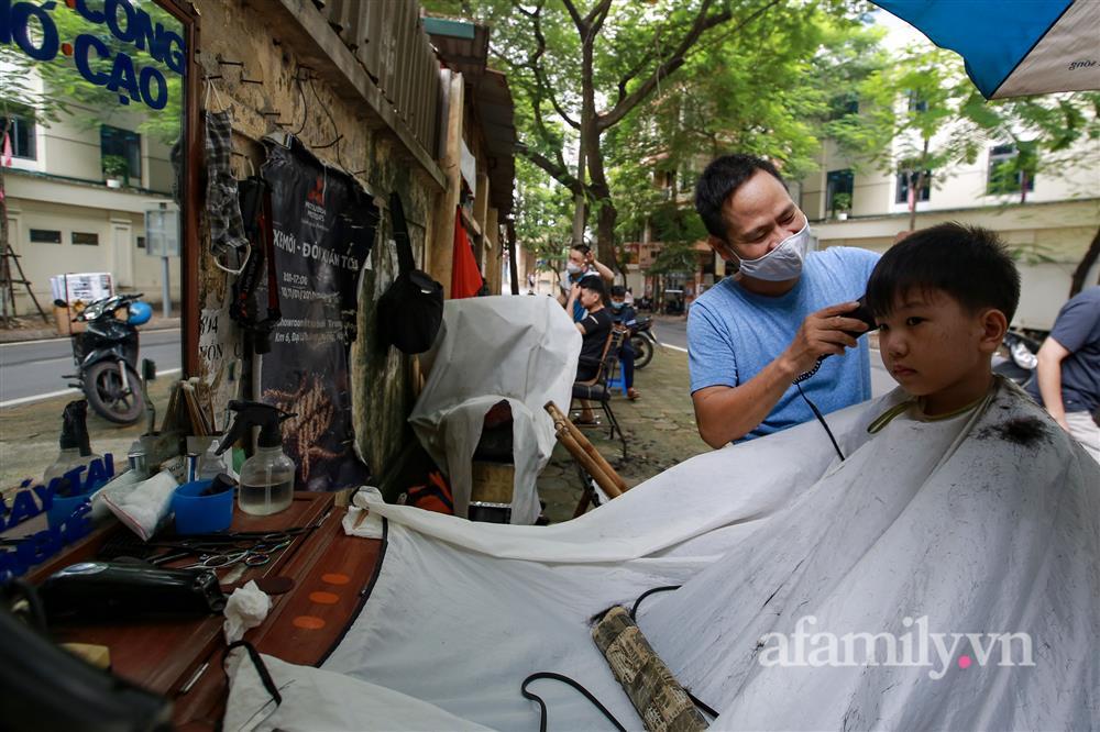 Sáng nay, toàn dân Hà Nội đi cắt tóc!-11