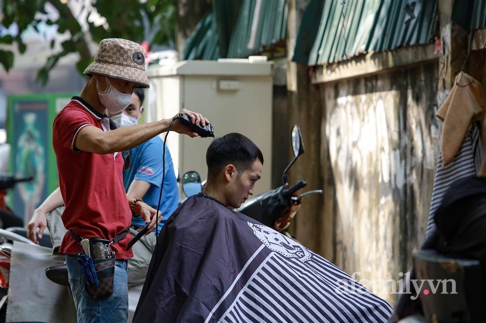 Sáng nay, toàn dân Hà Nội đi cắt tóc!-12