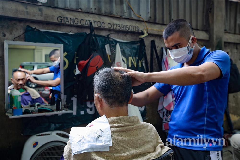 Sáng nay, toàn dân Hà Nội đi cắt tóc!-14