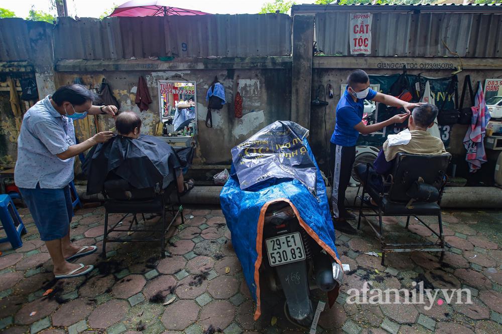 Sáng nay, toàn dân Hà Nội đi cắt tóc!-9