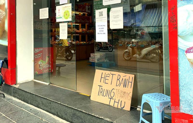 Bất ngờ ở Hà thành: Bánh Trung thu khan hiếm, chưa dọn cỗ đã hết sạch-1
