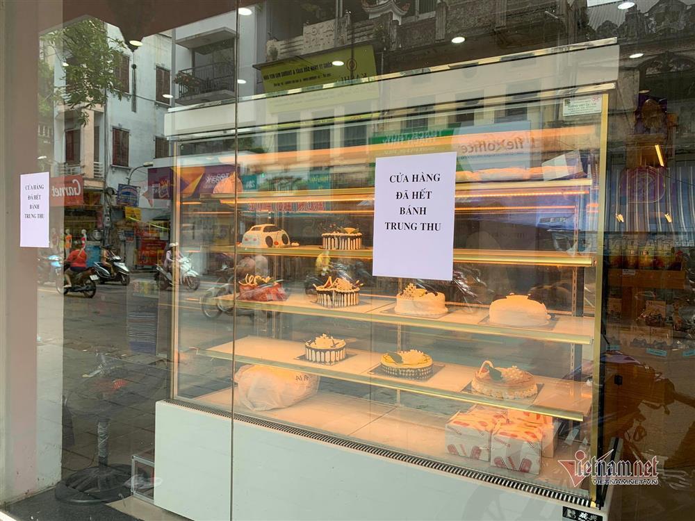 Bất ngờ ở Hà thành: Bánh Trung thu khan hiếm, chưa dọn cỗ đã hết sạch-2