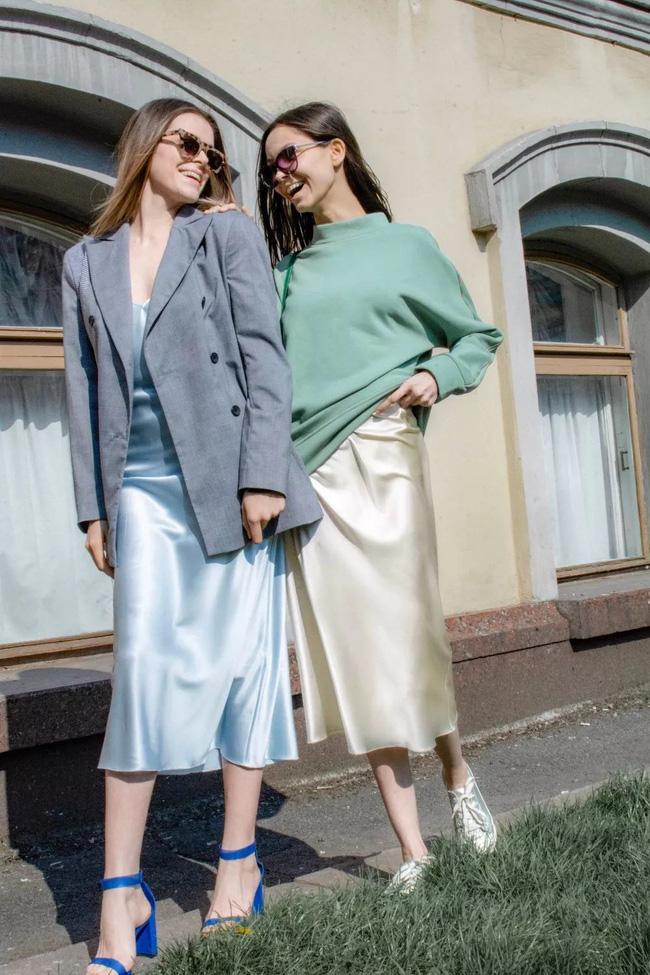 Slip dress + blazer: Cặp đôi trái dấu giúp nàng 30+ đẹp xuất sắc trong ngày trở lại sở làm-2