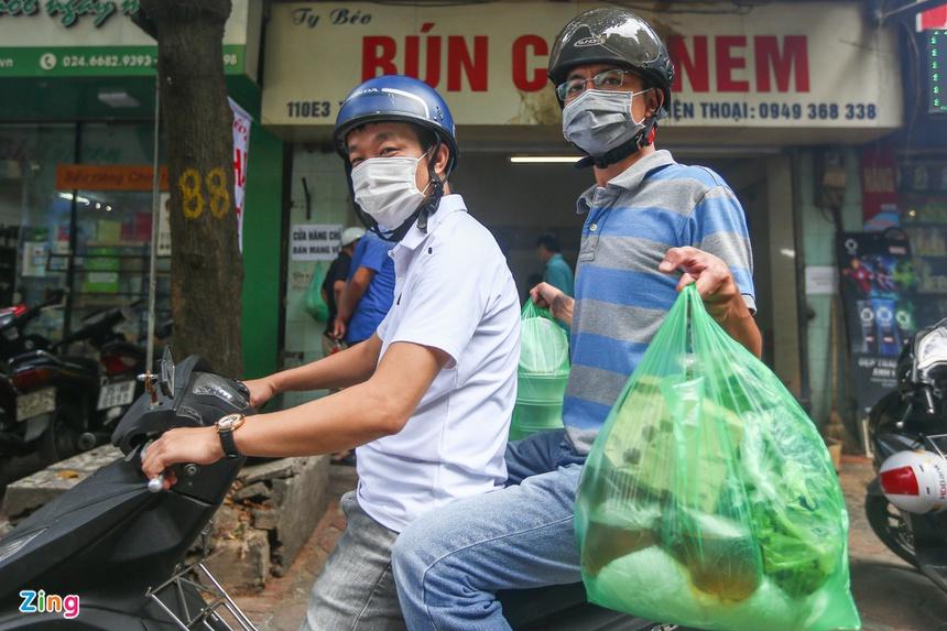 Quán ăn ở Hà Nội từ chối khách vì quá đông người mua về-2
