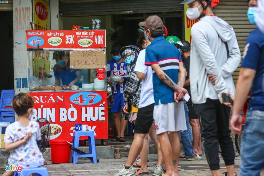 Quán ăn ở Hà Nội từ chối khách vì quá đông người mua về-4