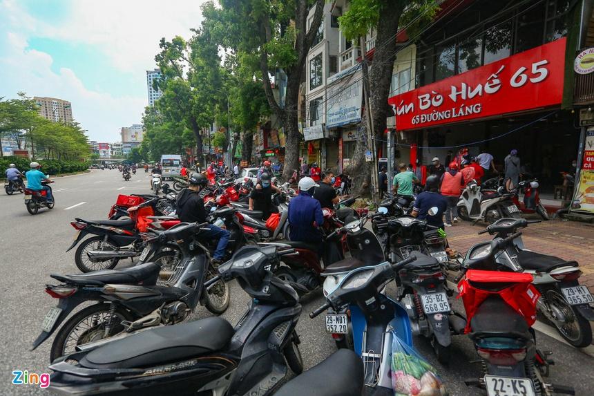 Quán ăn ở Hà Nội từ chối khách vì quá đông người mua về-6