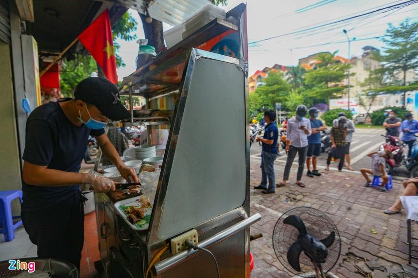 Quán ăn ở Hà Nội từ chối khách vì quá đông người mua về-5