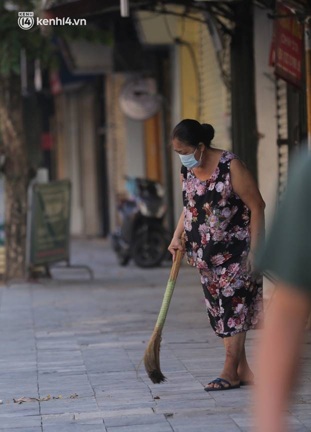 Toàn cảnh Hà Nội trong ngày đầu nới lỏng giãn cách: Đặc sản tắc đường, nhịp sống quay trở lại, người dân ùn ùn ra cửa ngõ rời Thủ đô-12