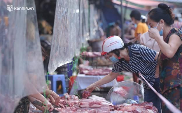 Toàn cảnh Hà Nội trong ngày đầu nới lỏng giãn cách: Đặc sản tắc đường, nhịp sống quay trở lại, người dân ùn ùn ra cửa ngõ rời Thủ đô-6