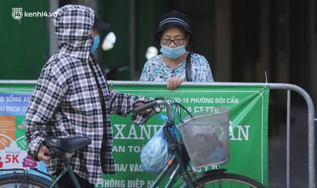 Toàn cảnh Hà Nội trong ngày đầu nới lỏng giãn cách: Đặc sản tắc đường, nhịp sống quay trở lại, người dân ùn ùn ra cửa ngõ rời Thủ đô-13