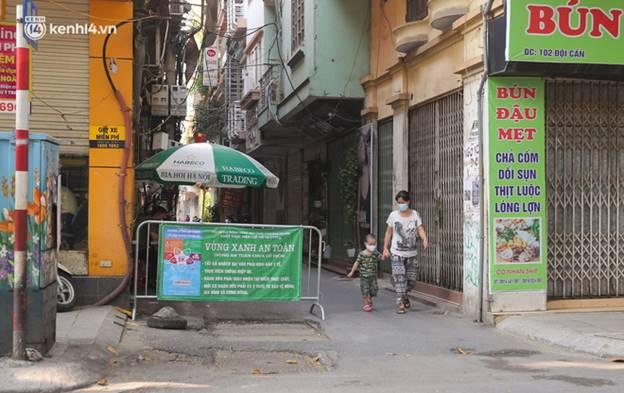 Toàn cảnh Hà Nội trong ngày đầu nới lỏng giãn cách: Đặc sản tắc đường, nhịp sống quay trở lại, người dân ùn ùn ra cửa ngõ rời Thủ đô-14
