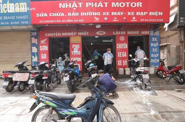 Toàn cảnh Hà Nội trong ngày đầu nới lỏng giãn cách: Đặc sản tắc đường, nhịp sống quay trở lại, người dân ùn ùn ra cửa ngõ rời Thủ đô-32