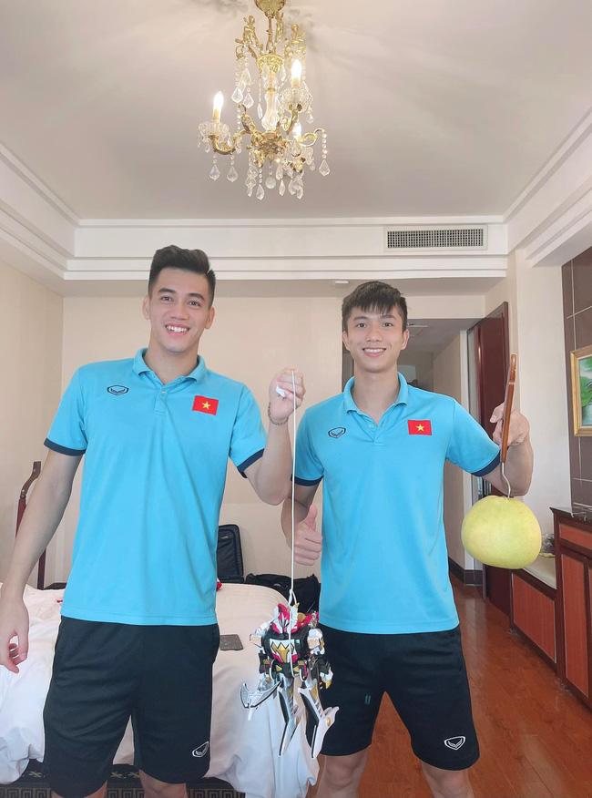 Đêm Trung Thu của các cầu thủ trong Đội tuyển Quốc gia Việt Nam, hết sáng chế lồng đèn đến hát hò nghêu ngao-3
