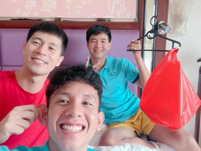 Đêm Trung Thu của các cầu thủ trong Đội tuyển Quốc gia Việt Nam, hết sáng chế lồng đèn đến hát hò nghêu ngao-1
