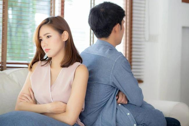 Chồng cố tình quên ví để thử lòng vợ, về đến nhà cô vợ đáo để chỉ dùng 1 cách nhỏ mà anh ta mới vỡ vạc ra vấn đề mình đã sai trầm trọng-1