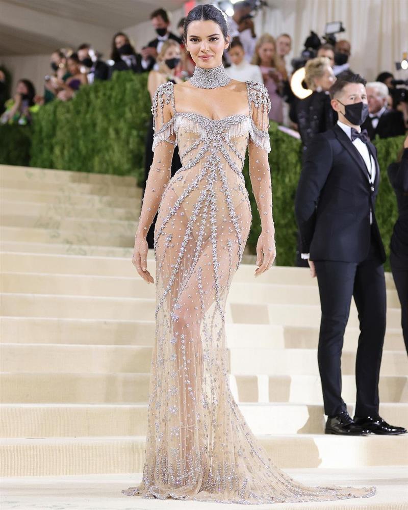 Trước bộ đồ mỏng như cánh ve khoe trọn body, chẳng ngờ Kendall Jenner từng có quá khứ kín đáo nhường này tại Met Gala-3