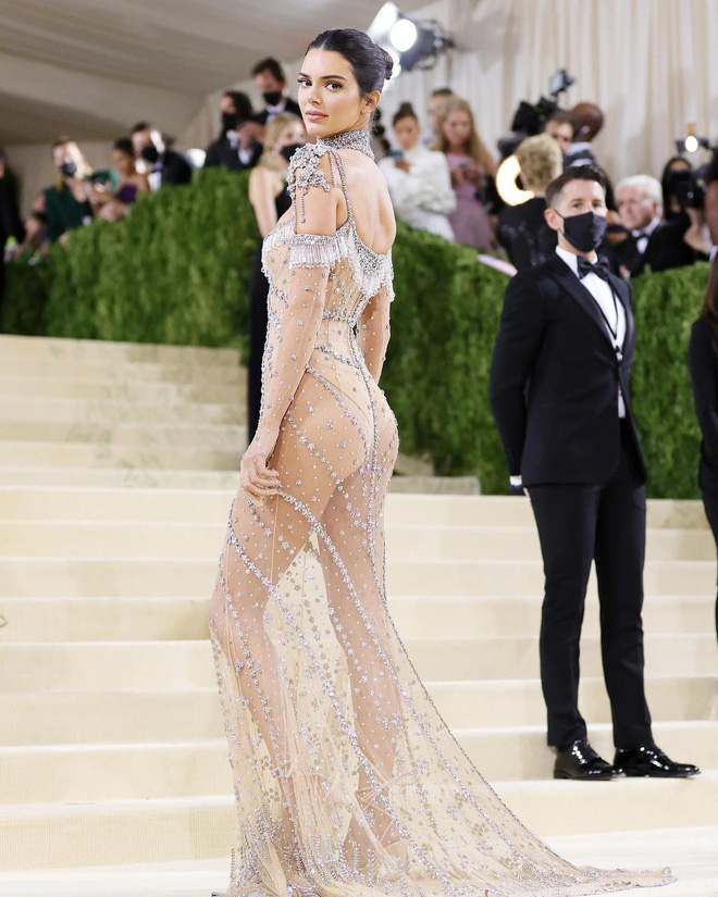 Trước bộ đồ mỏng như cánh ve khoe trọn body, chẳng ngờ Kendall Jenner từng có quá khứ kín đáo nhường này tại Met Gala-4