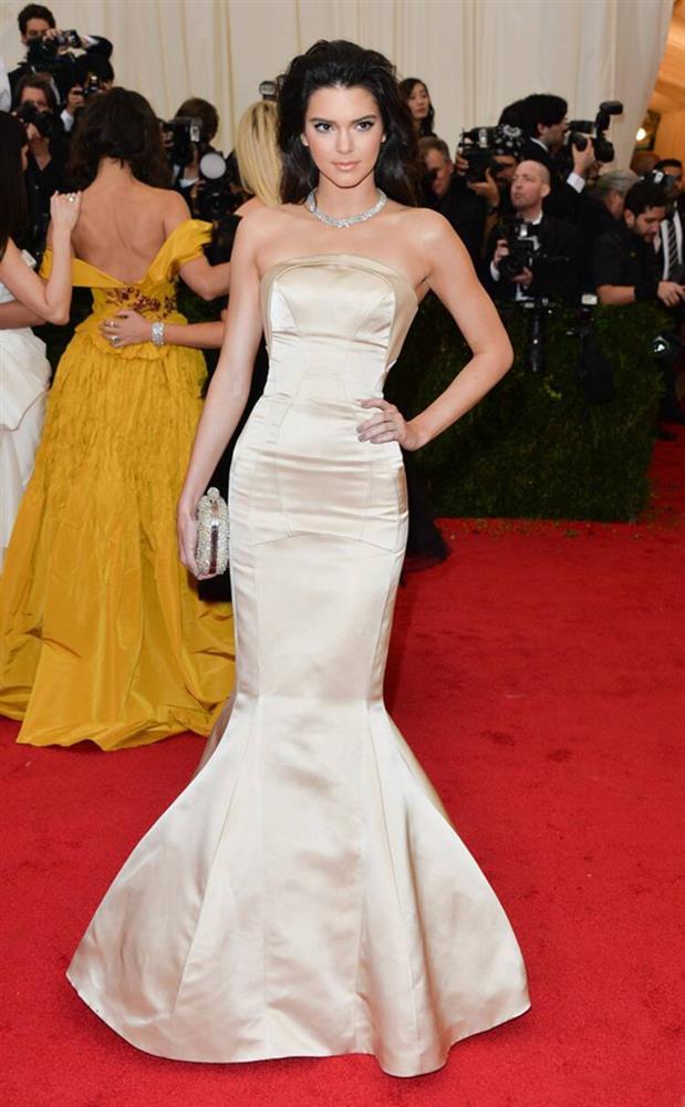 Trước bộ đồ mỏng như cánh ve khoe trọn body, chẳng ngờ Kendall Jenner từng có quá khứ kín đáo nhường này tại Met Gala-5