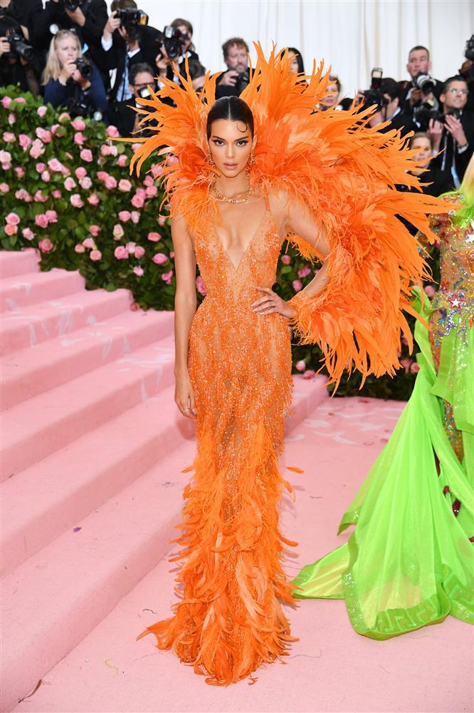 Trước bộ đồ mỏng như cánh ve khoe trọn body, chẳng ngờ Kendall Jenner từng có quá khứ kín đáo nhường này tại Met Gala-15