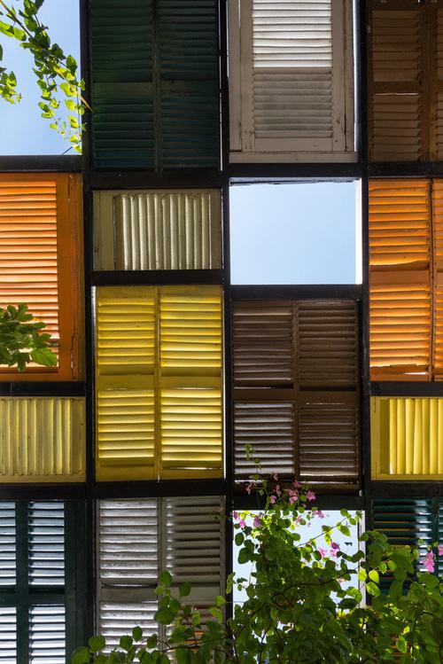 Ngôi nhà 60m2 với vô vàn ô cửa sắc màu ở Sài Gòn, bên trong chuẩn vibe vintage quá mê-4